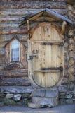 Puerta y ventana de una casa de madera Imagen de archivo libre de regalías