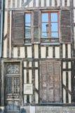 Puerta y ventanas de las casas de vivienda Fotografía de archivo