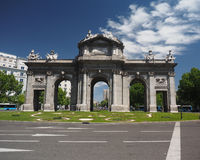 Puertaen de Alcala i Plaza de la Independencia Madrid, Spanien Arkivbilder