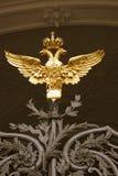 Puertas adornadas por doble-Eagle, símbolo del museo de ermita de estado de Rusia Foto de archivo libre de regalías