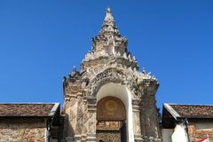Puertas agradables la entrada al templo Imagenes de archivo