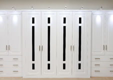 Puertas ajustadas blancas del guardarropa Imagen de archivo