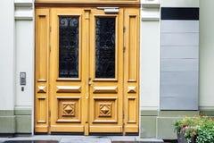 Puertas al aire libre de la oficina con los letreros vacíos Imagen de archivo