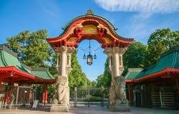 Puertas al parque zoológico de Berlín Foto de archivo