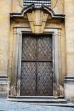 Puertas antiguas y puertas del hierro labrado Fotos de archivo libres de regalías