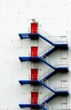 Puertas azules del rojo de las escaleras imagen de archivo libre de regalías