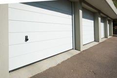 Puertas blancas del garaje con el botón foto de archivo libre de regalías