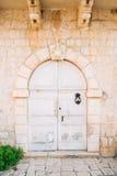 Puertas blancas viejas Textura de madera Foto de archivo libre de regalías