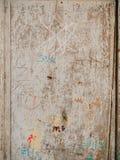 Puertas blancas viejas Textura de madera Pintura lamentable vieja Fotografía de archivo libre de regalías