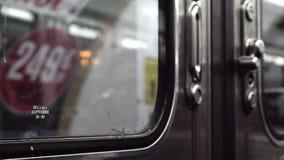 Puertas cerradas en metro y la salida metrajes