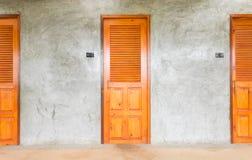 Puertas clásicas para el diseño interior o el diseño exterior en estilo del desván Foto de archivo