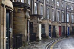 Puertas coloreadas en la calle victoriana Imagen de archivo