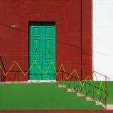 Puertas coloridas en el fondo ligero caliente, exterior, arquitectura colorida en Malta Configuración maltesa Imagen de archivo libre de regalías