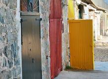 Puertas coloridas en L'Escala Imágenes de archivo libres de regalías