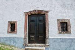 Puertas coloridas viejas en Lisboa imagen de archivo libre de regalías