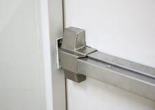 Puertas cortafuego , Salida de socorro , Abra una puerta de la manera Foto de archivo libre de regalías