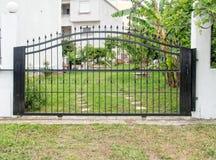 Puertas de acero imagenes de archivo