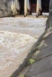 Puertas de agua para la irrigación en Asia Fotografía de archivo