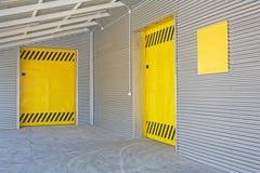 Puertas de carga fotografía de archivo libre de regalías