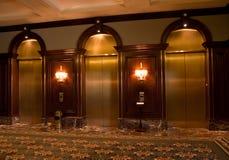 Puertas de cobre amarillo del elevador Foto de archivo libre de regalías