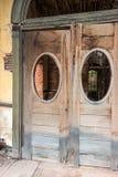 Puertas de entrada, edificio comercial histórico fotos de archivo