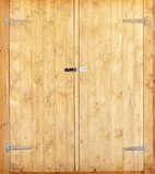 Puertas de entrada de madera dobles newest imagenes de archivo