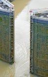 Puertas de esclusa del Canal de Panamá Foto de archivo libre de regalías