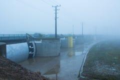 Puertas de inundación de la niebla Foto de archivo