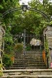 Puertas de la entrada a la iglesia imagen de archivo