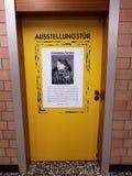 Puertas de la exposición para las víctimas de Auschwitz Foto de archivo libre de regalías