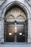 Puertas de la iglesia en Brujas Imagenes de archivo