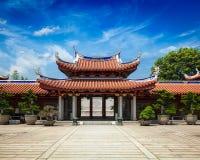Puertas de Lian Shan Shuang Lin Monastery imagen de archivo