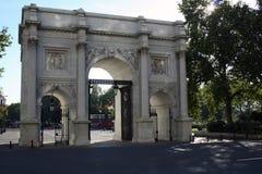 Puertas de mármol del arco, Londres Reino Unido Fotos de archivo