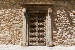 Puertas de madera antiguas en Kyrenia, Chipre septentrional Foto de archivo libre de regalías