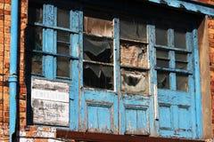 Puertas de madera de la vieja descomposición. Imagen de archivo libre de regalías