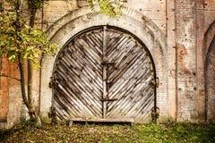 Puertas de madera del garaje Imagen de archivo libre de regalías