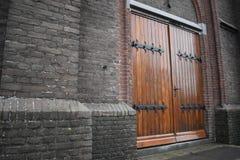 Puertas de madera de la iglesia fotografía de archivo