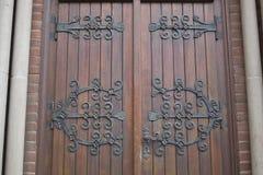 Puertas de madera de la iglesia fotos de archivo libres de regalías