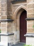 Puertas de madera de la inserción de la iglesia vieja de la piedra arenisca, Sydney, Australia imagen de archivo libre de regalías