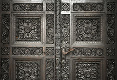 Puertas de madera talladas Imágenes de archivo libres de regalías