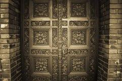 Puertas de madera talladas imagen de archivo libre de regalías