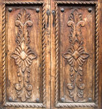 Puertas de madera talladas antigüedad Foto de archivo libre de regalías