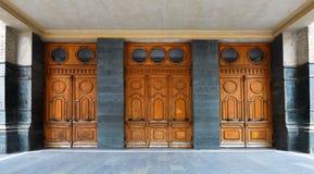 Puertas de madera viejas del teatro Fotografía de archivo libre de regalías