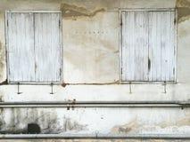 Puertas de madera y ventanas para construir el edificio antiguo, viejo y a VE Fotos de archivo libres de regalías