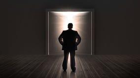 Puertas de observación del hombre de negocios que se abren en una luz brillante Fotos de archivo libres de regalías