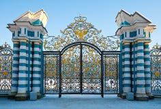 Puertas de oro del palacio de Catherine imágenes de archivo libres de regalías