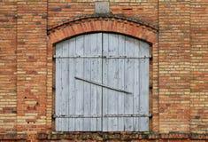 Puertas de oscilación de madera foto de archivo libre de regalías