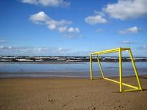 Puertas del balompié en una playa. Imagen de archivo libre de regalías