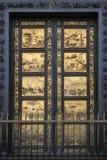 Puertas del baptisterio - Florencia - Italia Foto de archivo libre de regalías