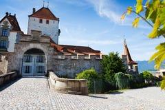 Puertas del castillo de Oberhofen imágenes de archivo libres de regalías